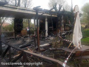 Capodimonte - Lo scheletro del ristorante dopo l'incendio