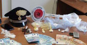 Civitavecchia - La droga e il denaro sequestrati dai carabinieri