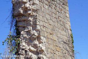 Soriano nel Cimino, Chia - Ciò che resta del muro crollato