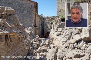 Chia - Il crollo nel centro storico - Nel riquadro il commissario dell'Ater Ivan Grazini