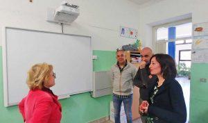 Montalto - Donata lavagna Lim alla scuola elementare Aldo Morelli