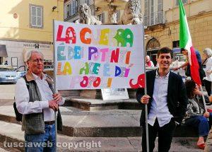 Viterbo - La manifestazione per la pace a piazza delle Erbe