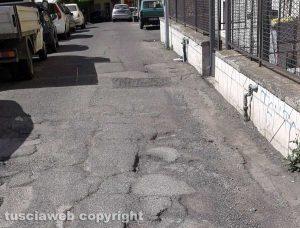 Viterbo - Le buche a Via Pieve di Cadore e Via Piave