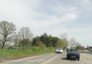 Nepi - Via Roma - Automobilisti non rispettano la doppia striscia