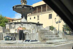Viterbo - Bucato a piazza della Rocca