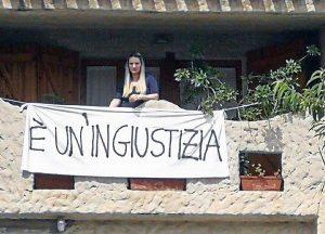 Bimba contesa - La mamma barricata in casa - La foto pubblicata su Facebook da Mauro Pili