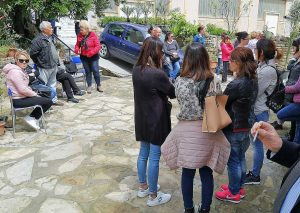 Bimba contesa - La protesta - La foto pubblicata su Facebook da Mauro Pili