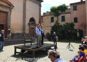 """Tuscania - Bevilacqua con il sindaco Bartolacci in piazza per presentare """"Alla scoperta dell'Italia. In viaggio con Sereno Variabile"""""""
