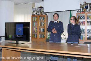 Il capo della squadra volante Riccardo Bartoli e dell'ufficio di gabinetto Tiziana Cencioni presentano l'app You Pol