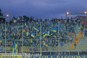 Sport - Calcio - Carrarese - La curva gialloblù al Rocchi