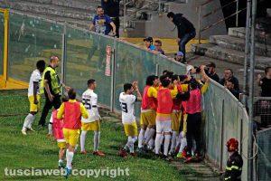 Sport - Calcio - Viterbese - I gialloblù esultano davanti al settore ospiti