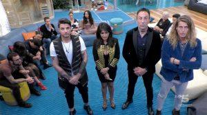 Grande Fratello - A destra, Alberto Mezzetti mentre attende l'esito del televoto insieme agli altri concorrenti