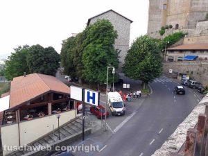 Montefiascone - Donna caduta in strada - L'ambulanza del 118
