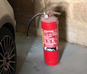 Orte - Parcheggio imbiancato di schiuma antincendio