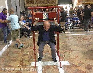 Viterbo - Il prefetto Giovanni Bruno alle prove di portata dei facchini di S. Rosa