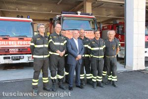 Vigili del fuoco - Foto di gruppo con il comandante e il prefetto