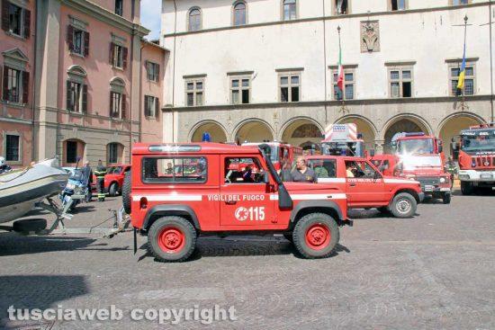 Viterbo - Corteo di mezzi dei vigili del fuoco verso la nuova caserma sulla Cassia Nord