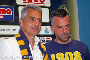 Sport - Calcio - Viterbese - Giovanni Lopez con un tifoso gialloblù