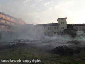 Montefiascone - Principio d'incendio a pochi metri dalla case