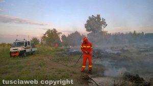 Montefiascone - Principio d'incendio - Le operazioni di spegnimento della protezione civile