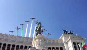 Roma - Le Frecce tricolori sull'altare della patria