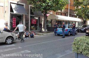 Viterbo - Furto con destrezza a via Marconi - La polizia
