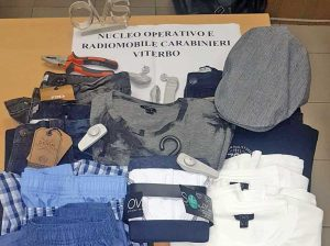 Viterbo - I vestiti rubati in via Garbini e poi ritrovati
