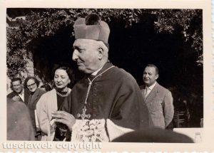 Vaccareccia - 7 novembre 1954 - Comunione con il vescovo, Hubner e Corradini