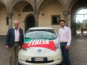 Viterbo - Arena e Fanelli a spasso con un'auto elettrica