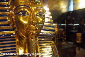 Viterbo - La maschera del faraone Tutankhamon