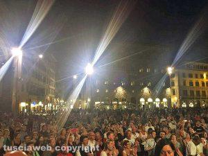 Firenze - La filarmonica di Vejano riempie piazza della Signoria