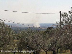 Viterbo - Sterpaglie in fiamme sulla Tuscanese