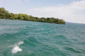 Capodimonte - Il lago mosso dal forte libeccio