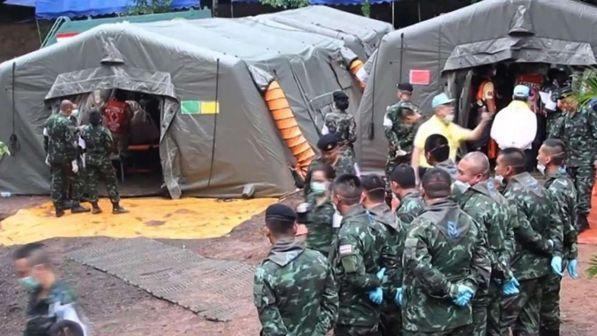 I soccorsi nella grotta Tham Lang
