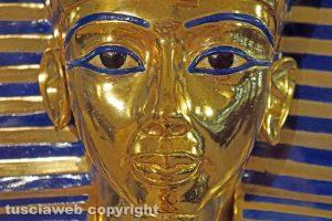 Viterbo - La maschera d'oro del faraone Tutankhamon