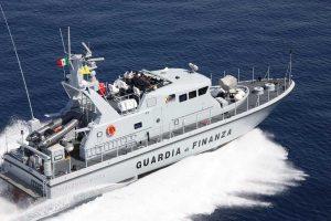 Una motovedetta della guardia di finanza