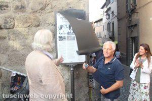 Viterbo nel cinema - Mecarini scopre la palina a piazza del Gesù