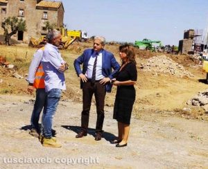 Viterbo Nord - Lavori - Il sopralluogo del sindaco Arena eassessora ai Lavori pubblici Laura Allegrini