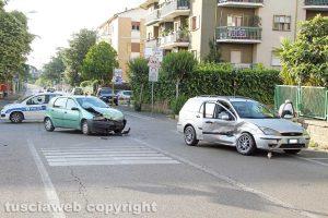 Viterbo - Incidente tra auto in via Alessandro Volta