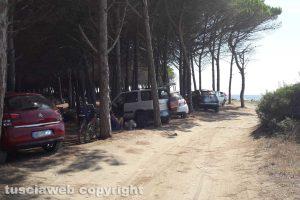 Tarquinia - Mare - Località San Giorgio invasa dalle auto