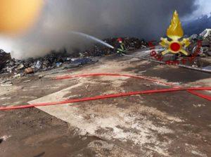 Civitavecchia - Le foto del rogo dei vigili del fuoco