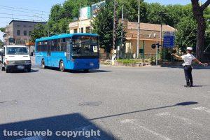 Viterbo - Autobus guasto al passaggio a livello