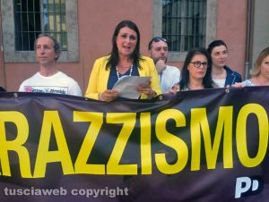 Viterbo - Piazza del Comune - Sit-in del Pd contro il razzismo - Luisa Cimabella
