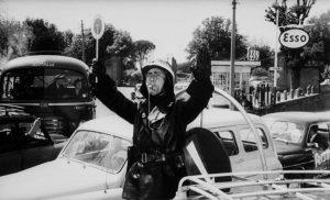 Una scena del film Il vigile con Alberto Sordi