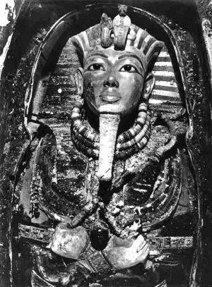 La maschera di Tutankhamon al momento del ritrovamento nel 1925