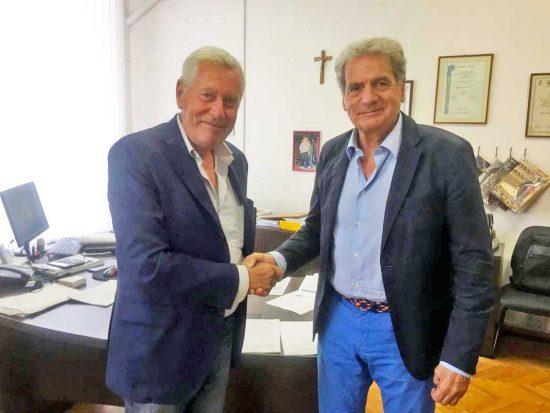 Viterbo - Il passaggio di consegne tra il sindaco Giovanni Arena e il suo predecessore Leonardo Michelini