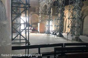 Tuscania - La basilica di Santa Maria ridotta a piccionaia