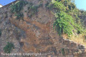 Viterbo - I muri di contenimento in via San Giovanni Decollato