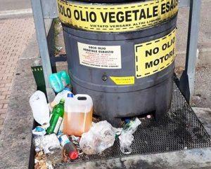 Viterbo - Santa Barbara - Il contenitore degli oli esausti a piazzale degli Etruschi