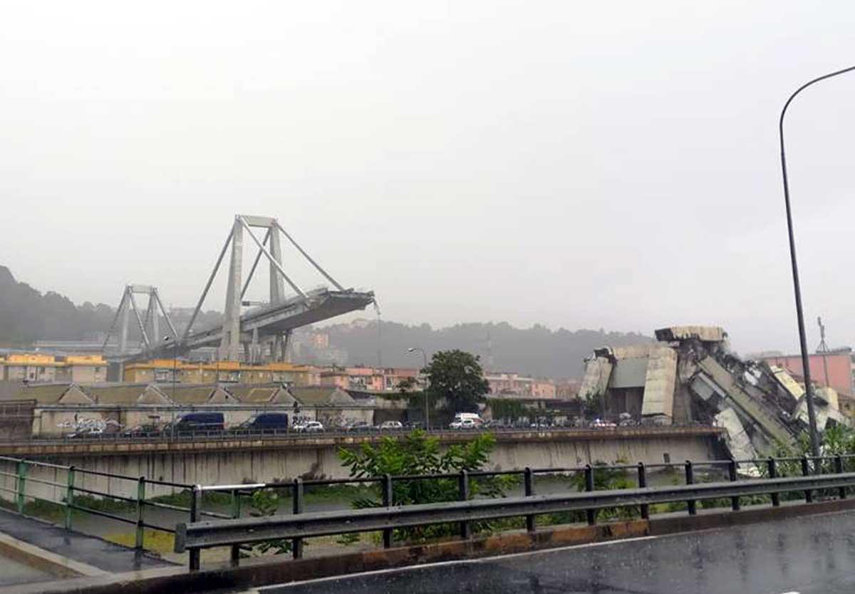 Crollo del ponte Morandi a Genova 7ec8f98d1fd8